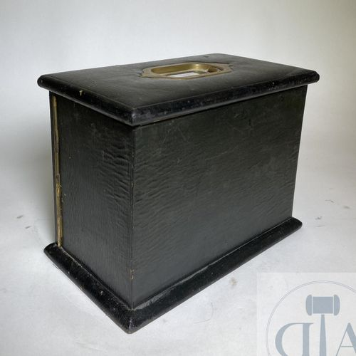 "Leather lined jewelry box. Manufacturer ""Houghton Gunn"" London circa 1900. Marke…"