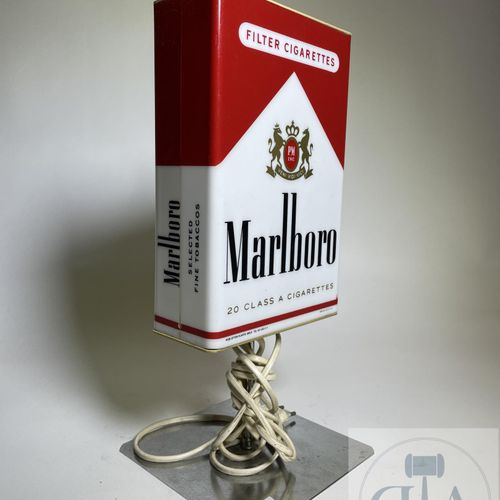Lampe publicitaire Marlboro vers 1970. Rare. TBE. H 38 cm X 17 X 17 cm
