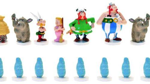"Uderzo/Astérix. Ref 40509 ""Grand jeu d'échecs Astérix"" complet. A l'effigie des …"