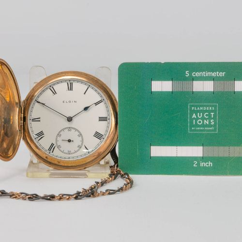 A collection of 2 pocket watches and a table clock, of which 1 is marked Elgin. …
