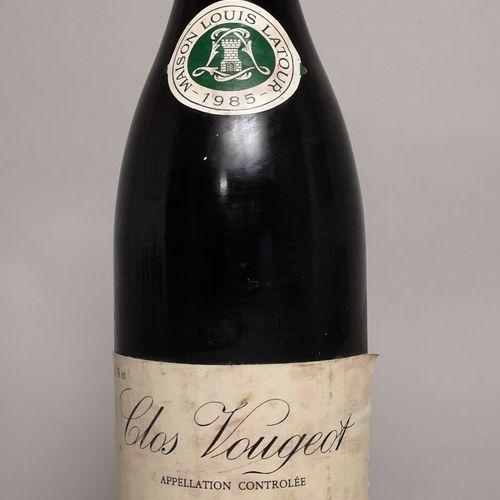 1 bouteille CLOS de VOUGEOT Grand cru Louis LATOUR 1985 Etiquette légèrement tac…