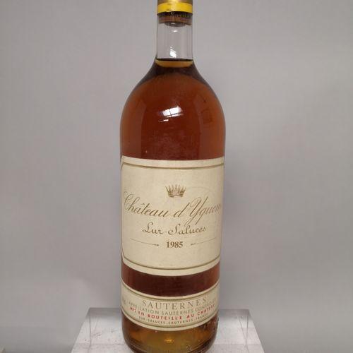 1 magnum Château d'YQUEM 1er cru supèrieur Sauternes 1985 Niveau base goulot. Ca…