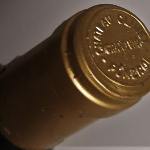 1 bouteille CHÂTEAU CLINET POMEROL 1989 Etiquettes tachées. LOT VENDU SUR DESIGN…