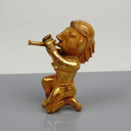 Statuette représentant une joueuse de flûte nue, une petite cordelette à la tail…