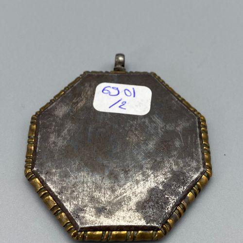 Médaillon octogonal représentant la Vierge en prière, peinture sur cuivre, sous …