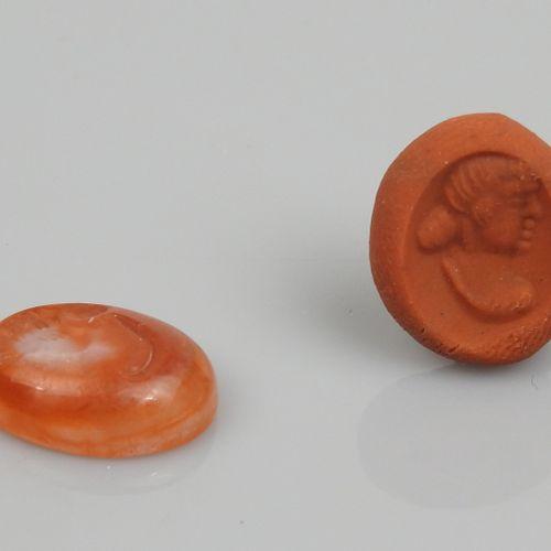 Intaille représentant une femme portant un chignon  Cornaline 1.6 cm