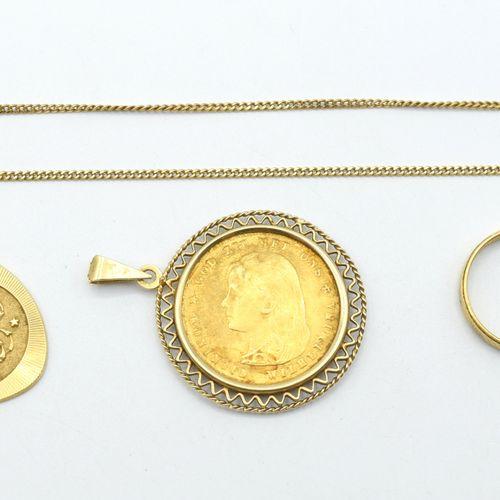Alliance, collier et pendentif en or jaune 18 ct (bélière manque, personnalisés)…