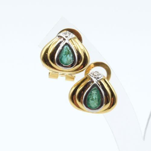 2 boucles d'oreilles en or jaune et blanc 18 ct serties de 2 diamants taille 8/8…