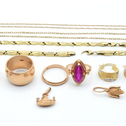 Alliance, 4 bagues, 3 colliers, pendentif et 6 boucles d'oreilles en or 3 couleu…