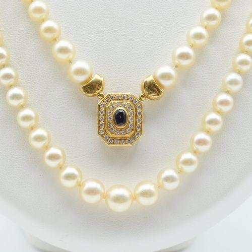 Collier à 2 rangs de perles avec pendentif attaché en or jaune 18 ct et fermoir …