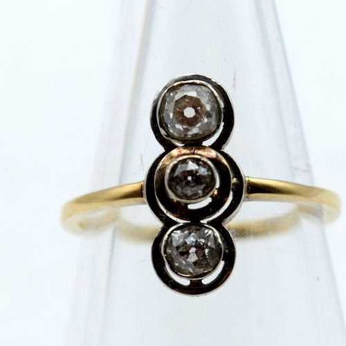 Bague en or jaune et blanc 14 ct sertie de 3 diamants taille ancienne +/ 0.55 ct…