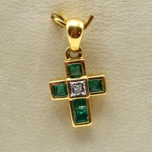 Croix en or jaune et blanc 18 ct sertie d'1 brillant +/ 0.02 ct (pierres de coul…