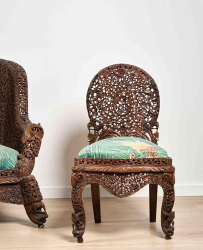 Mobilier de salon India, Bombay region, circa 1860 1880 In Indian rosewood carve…