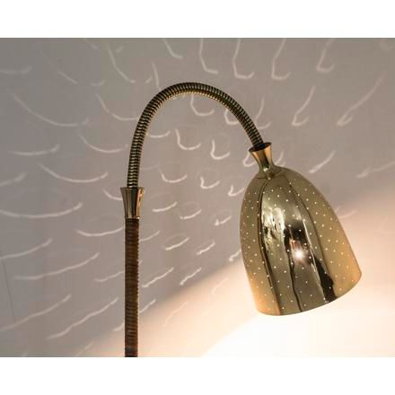 Itsu An adjustable brass and rattan floor lamp from the 50's, made by Itsu. Medi…