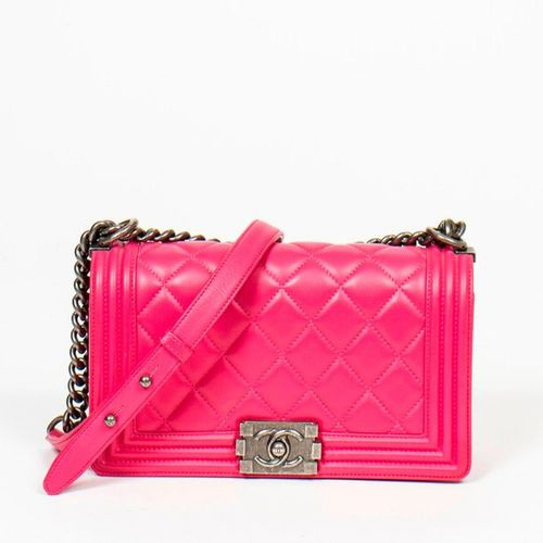CHANEL Pre Loved Chanel Boy MM in Light Pink Quilted Leather. Gunmetal hardware.…