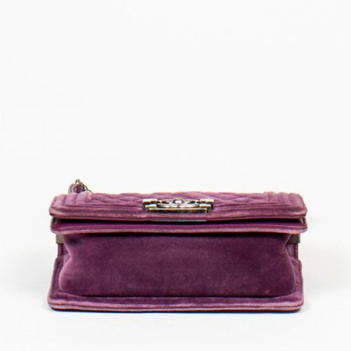 CHANEL Pre Loved Chanel Boy PM in Purple Suede Leather. Gunmetal hardware. Dimen…