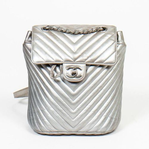 CHANEL Pre Loved Chanel Backpack in Metallic Silver Chevron Quilted Nylon. Gunme…