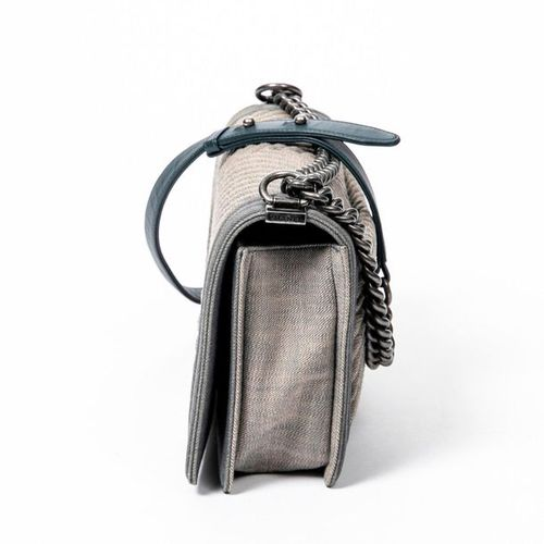 CHANEL Pre Loved Chanel Boy MM in Denim Blue Denim Chevron Canvas. Gunmetal hard…