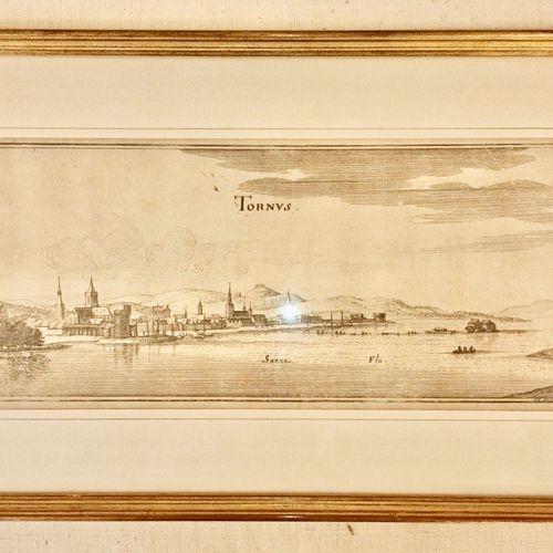 TOURNUS. Vue de la Ville du Tournus. XVII siècle et bien encadrée. 40x10 cm envi…