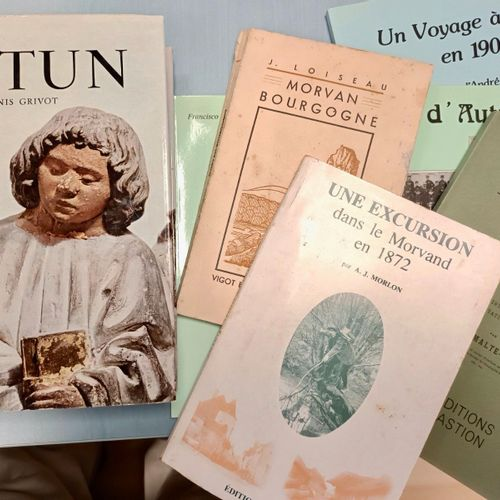 AUTUN Ensemble de 6 ouvrages divers sur Autun et sa région. Formats divers, broc…