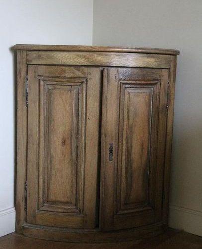Lot : Encoignure en bois naturel H : 85 L : 73 P : 51 cm. Commode coiffeuse en b…