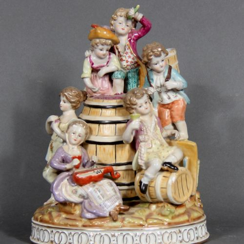 Modern school.  Putti having fun around a barrel of wine.  Polychrome and gilded…