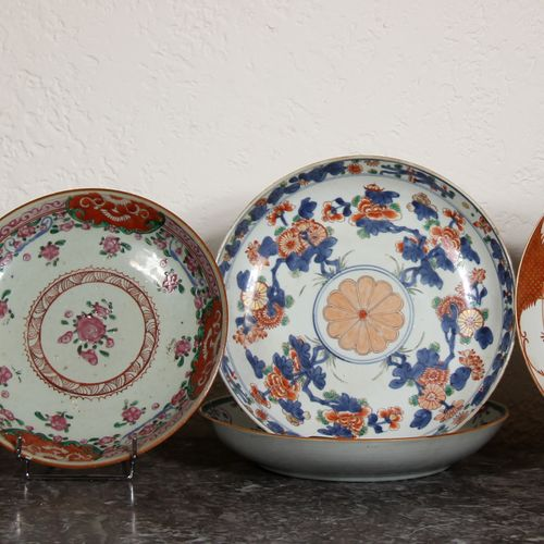 Seven dishes and plates in polychrome porcelain, Far East (cracks, chips, accide…