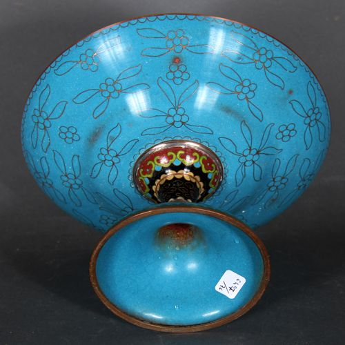 A modern Chinese cloisonné metal bowl on a pedestal, decorated with stylized fol…