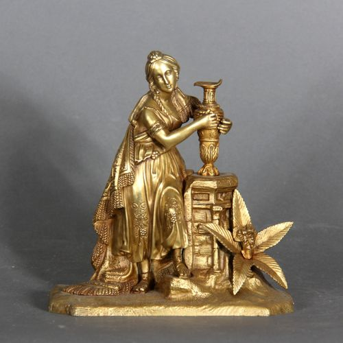 Modern school.  Young woman at the well.  Bronze sculpture.  H: 21 cm  L : 19 cm