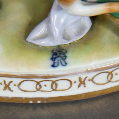 Modern German school.  Music class.  Polychrome and gilded porcelain group.  H :…