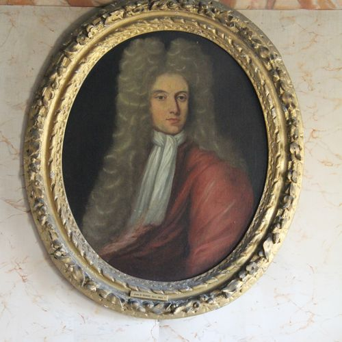 Ecole anglaise du XVIIIème s.  Portrait d'homme  Huile sur toile ovale  Quelques…