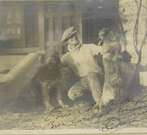 MANUEL FRERES  Portrait de Maurice Chevalier entouré de deux chiens  Photographi…