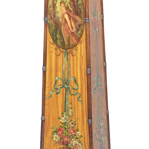 ALTANA SHERATON IN SATIN, XIX SECOLO  con piano e montanti in mogano. Interament…