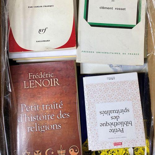 Ensemble composé de trois cartons de livres.  Thèmes divers.  En l'état.