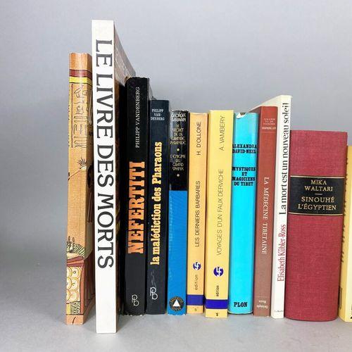 Esotérisme,  Ensemble composé d'environ vingt cinq ouvrages sur l'ésotérisme et …