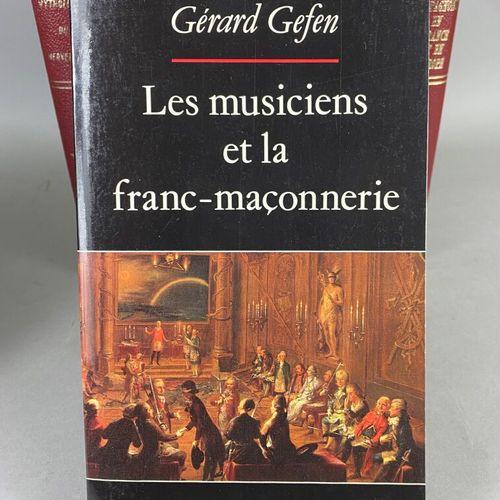 Franc Maçonnerie,  Lot composé de neuf ouvrages sur la littérature maçonnique.  …