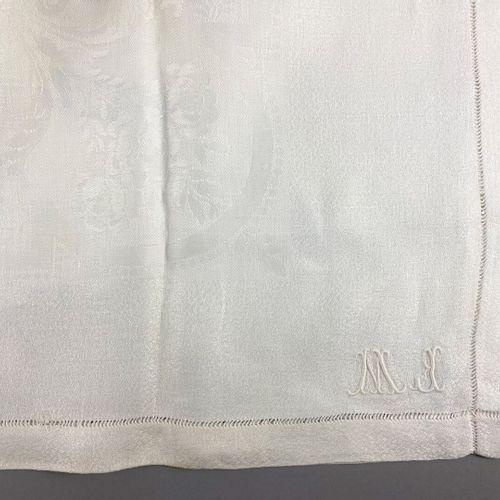 Suite de deux nappes,  en coton blanc damassé.  Monogrammé F.S.M.  Vers 1930.  1…