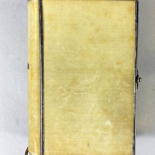 Religion,  Lot comprenant quinze livres de messe et missels.  Dont un livre de m…