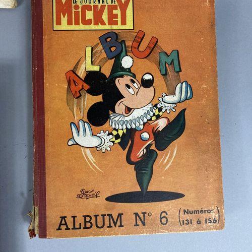 Lot comprenant :  Deux albums de Spirou 1954.  Un Journal de Mickey.  Un album d…