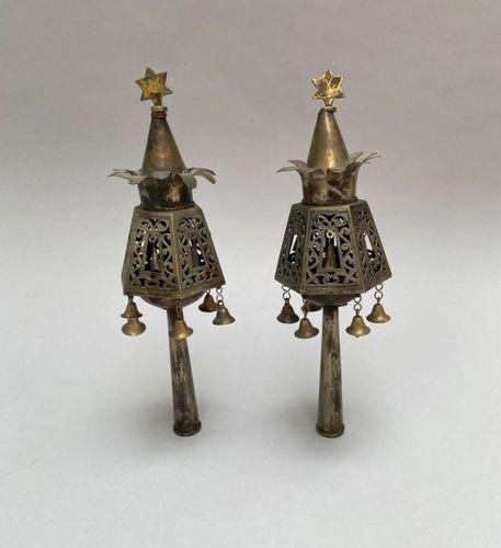 Paire de Rimonim de Torah en argent 800  Maroc, c. 1880  Haut.:25,5cm  Pair Fin…
