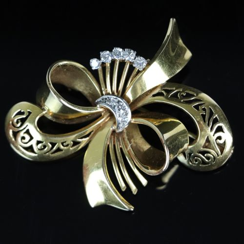 Brooch in yellow gold with a bow and decorated with diamonds.  1940s.  H_4.8 cm.…