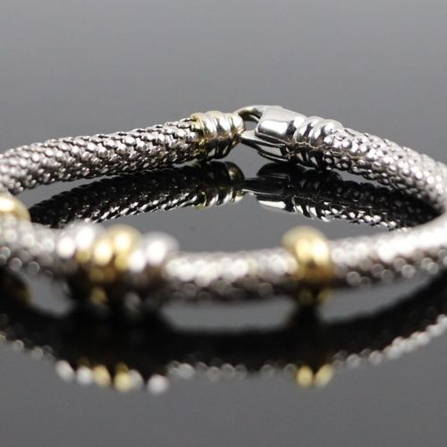 Soft bracelet in white gold, decorated with five sliding rings in yellow and whi…