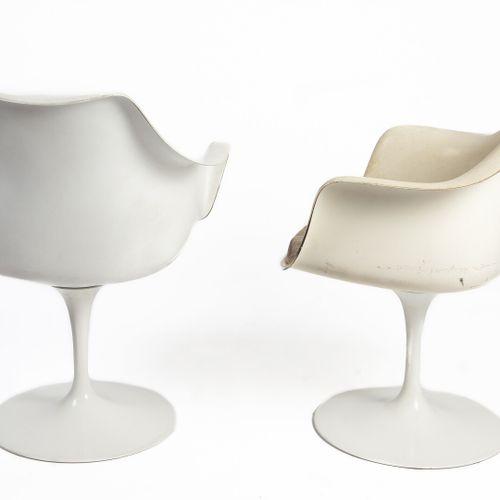 Eero SAARINEN (1910 1961) DESIGNER & KNOLL INTERNATIONAL EDITEUR.  Paire de faut…