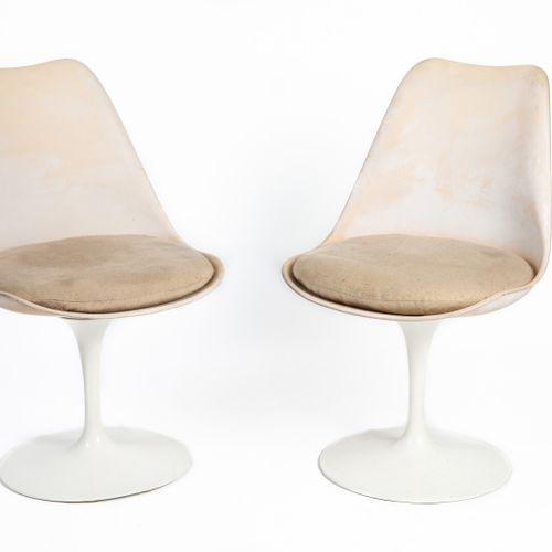 Eero SAARINEN (1910 1961) DESIGNER & KNOLL INTERNATIONAL EDITEUR  Paire de chais…