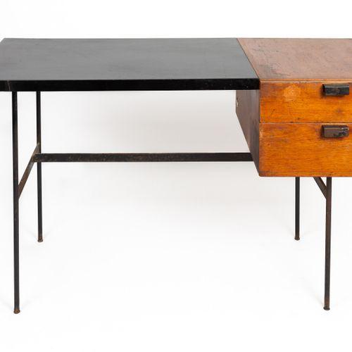Pierre PAULIN (1927 2009).  Bureau « CM141 », le modèle créé en 1953.  Plateau r…