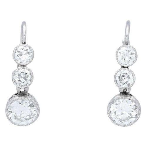 Art Deco earrings  Enchanting Art Deco earrings in platinum/gold mixed alloy.  3…