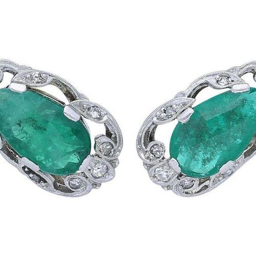 Emerald Diamond Jewellery Set  Splendid jewellery set in white gold 18K.  Consis…