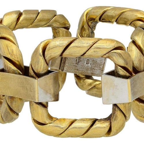 Gold bracelet  Pompous piece of jewellery in yellow gold 18K.  Satin finished, l…