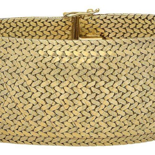 Gold bracelet  Opulent design in yellow gold 18K.  Fine guilloché bracelet in fo…