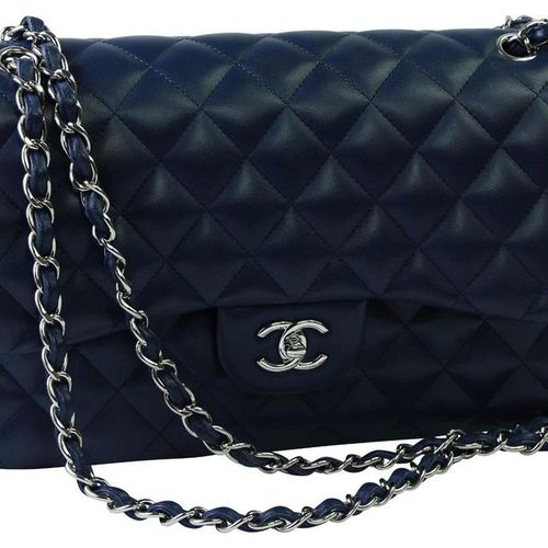 CHANEL HANDBAG, DOUBLE FLAP JUMBO  Classic handbag made of dark blue caviar leat…